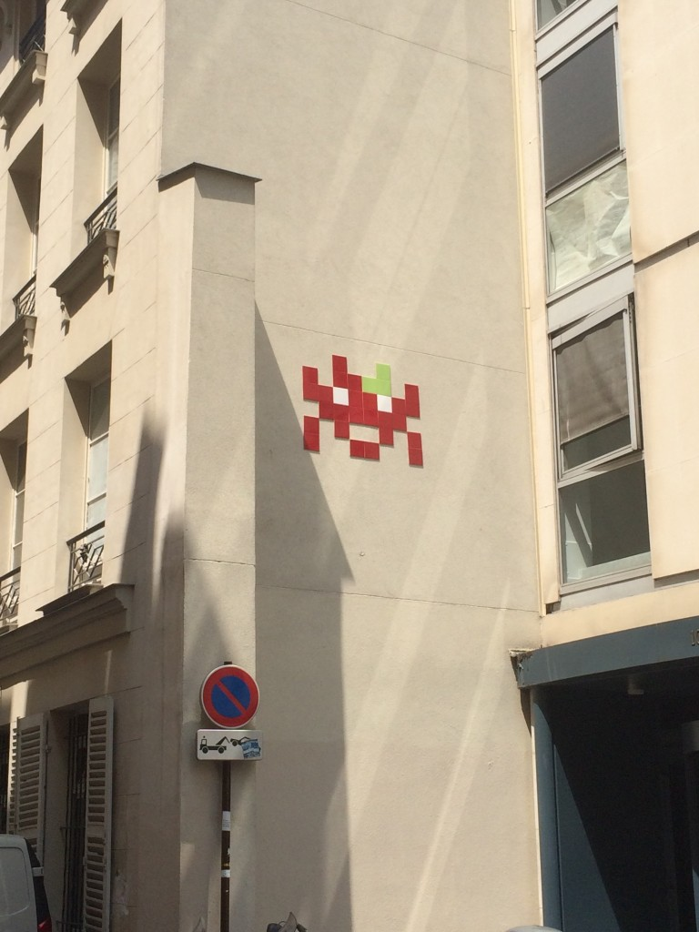 Paris street art space invader