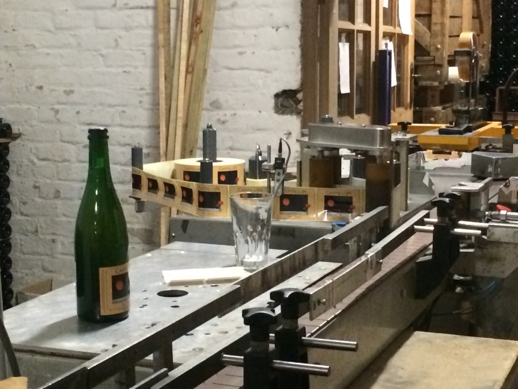 Labeling Fou Foune at Cantillon Brewerya